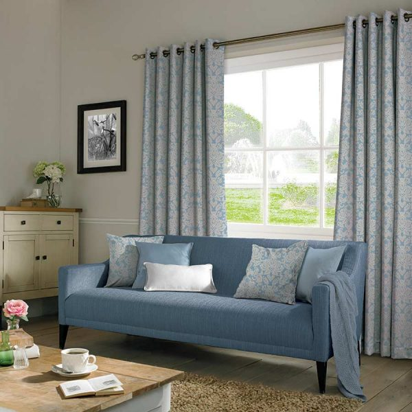 TAPESTRY STONE CURTAIN